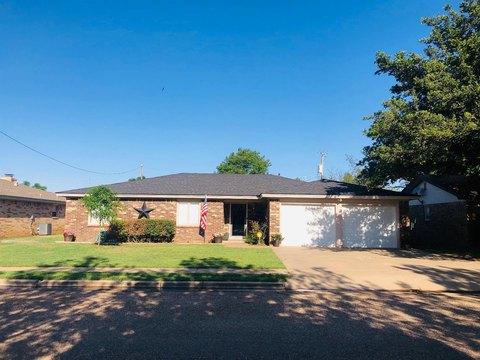 1015 Cedar Ave, Idalou, TX 79329