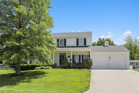 Photo of 215 N Park Dr, Raymore, MO 64083