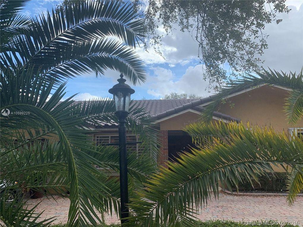 8350 Nw 167th Ter, Miami Lakes, FL 33016