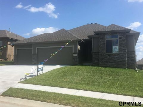 Photo of 19309 Greenleaf St, Gretna, NE 68028