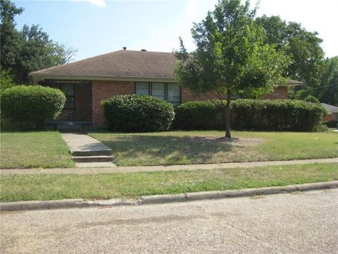 Photo of 2204 Healey Dr, Dallas, TX 75228