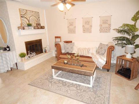 Photo of 429 Sunset Dr Apt 7, Dickinson, TX 77539