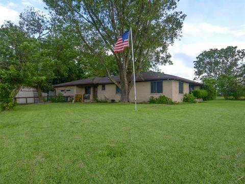 7024 N US Highway 77, Schulenburg, TX 78956