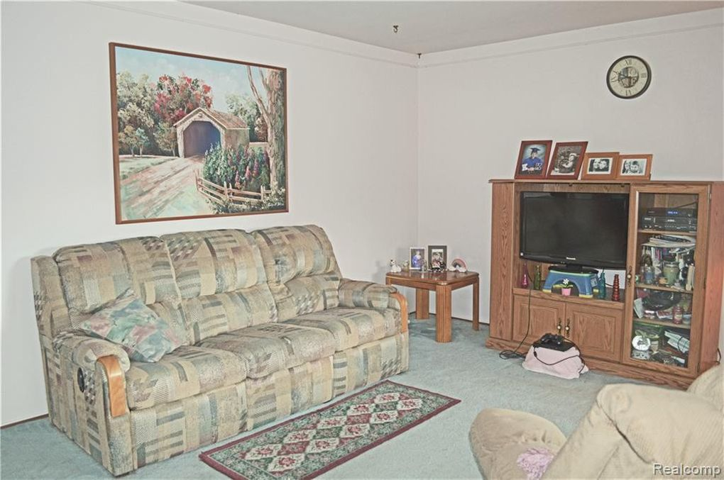 23042 Livingston St, Taylor, MI 48180