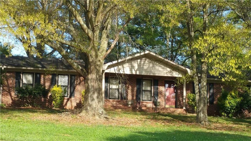 18 Oak Hill Cir, Cartersville, GA 30120