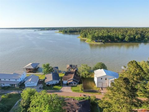 Photo of 446 Lake Livingston Dr, Livingston, TX 77351