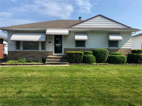 Photo of 30325 Forestgrove Rd, Willowick, OH 44095