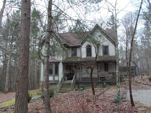 Photo of 160 Cumberland Ave, Rugby, TN 37733