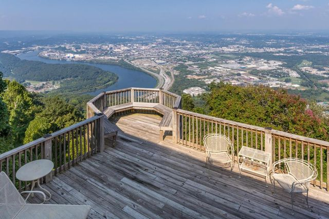 House On Top Of Lookout Mountain: 1101 E Brow Rd, Lookout Mountain, TN 37350
