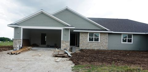 Photo of 7326 Twin Ponds Dr, Manitowoc, WI 54220