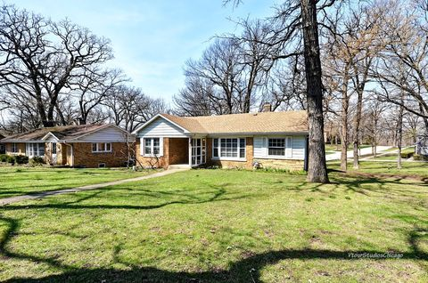 Photo of 321 W Bloomingdale Rd, Itasca, IL 60143