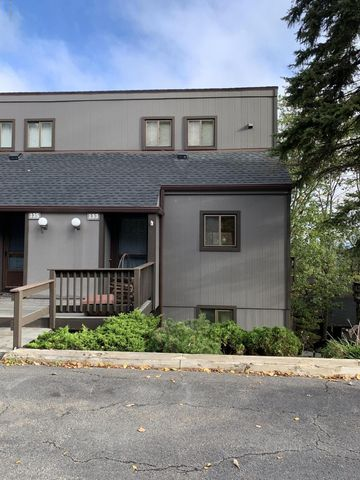 133 Cross Country Ln, Tannersville, PA 18372