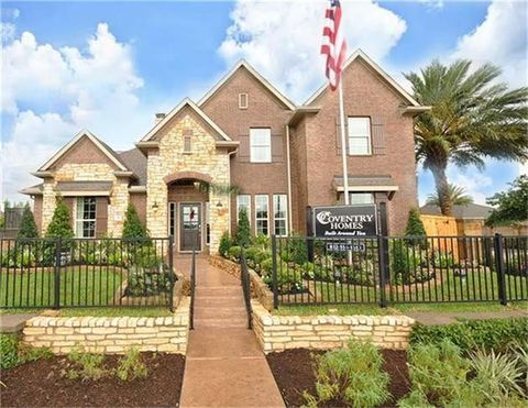 541 Water St, Webster, TX 77598