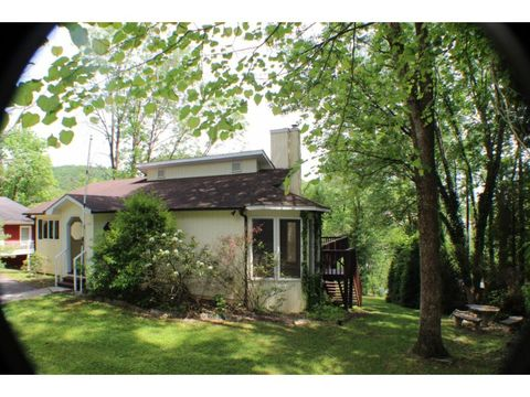 Photo of 588 Lakeside Dr, Kingsport, TN 37664
