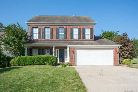 Photo of 110 Hollyhurst Ln, Fort Mill, SC 29708