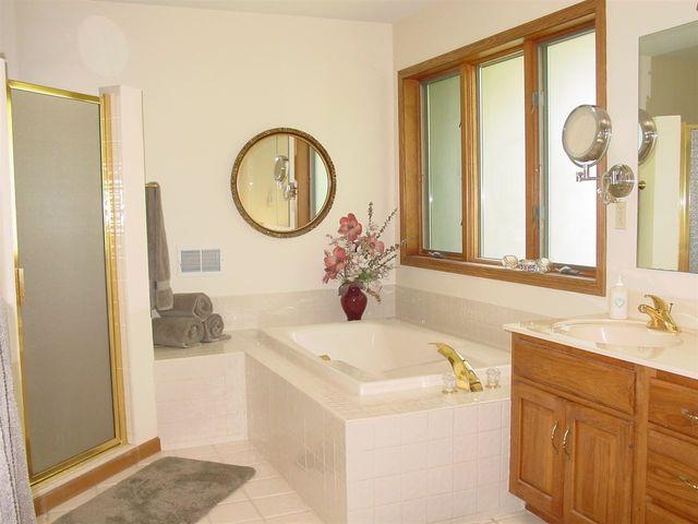Bathroom Remodel Jackson Mi 3637 whispering woods dr, jackson, mi 49201 - realtor®