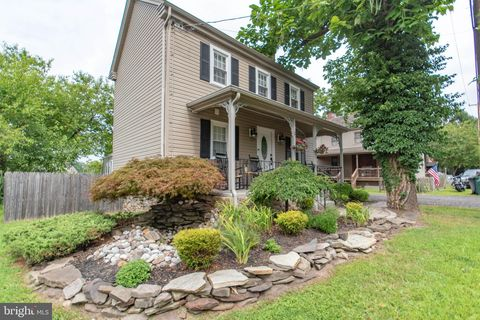 Superb Newtown Pa Real Estate Newtown Homes For Sale Realtor Com Home Interior And Landscaping Pimpapssignezvosmurscom