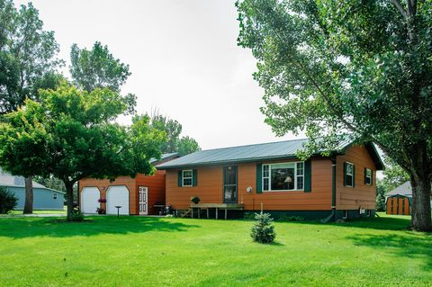 Photo of 103 E Pleasant St, Castlewood, SD 57223