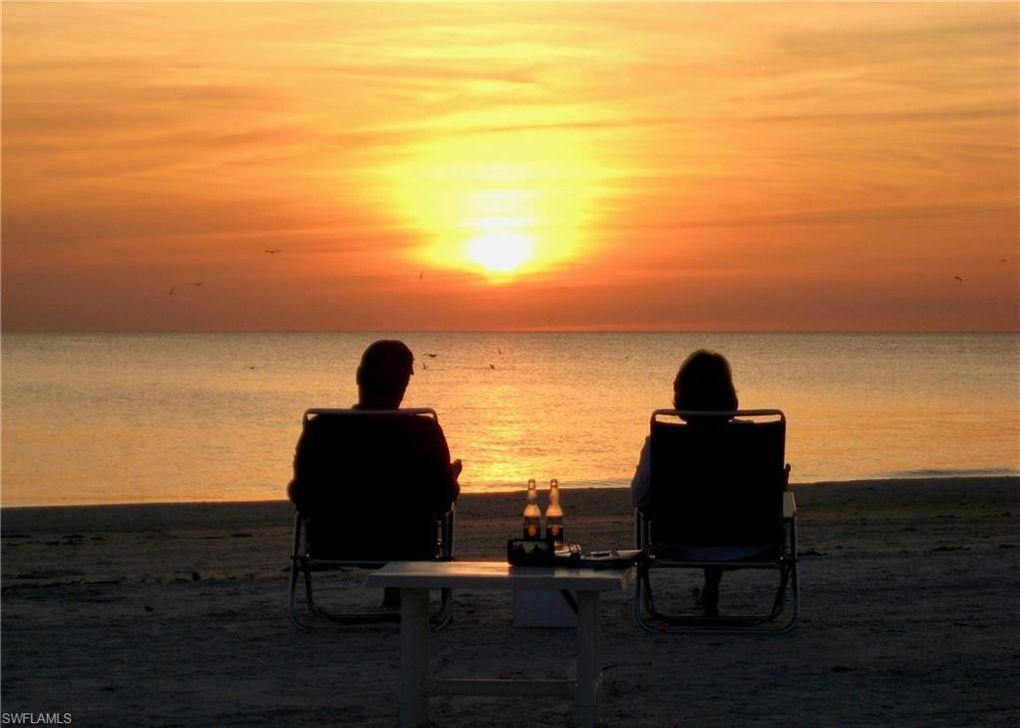 106 Lovers Ln, Fort Myers Beach, FL 33931