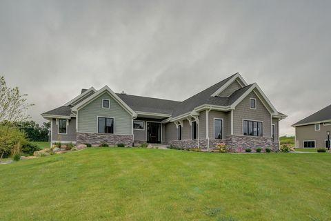 Photo of 1055 Brynhill Dr, Oregon, WI 53575