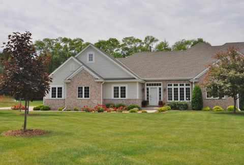 11267 N River Birch Dr, Mequon, WI 53092