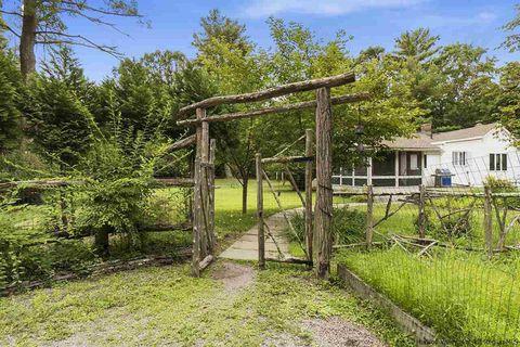 7 Sunset Ridge Rd, Woodstock, NY 12498