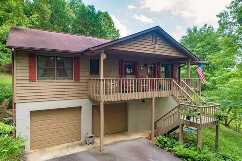 Photo of 727 Wooten Rd, Franklin, NC 28734