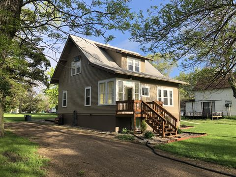 Photo of 301 10th Ave N, Woonsocket, SD 57385