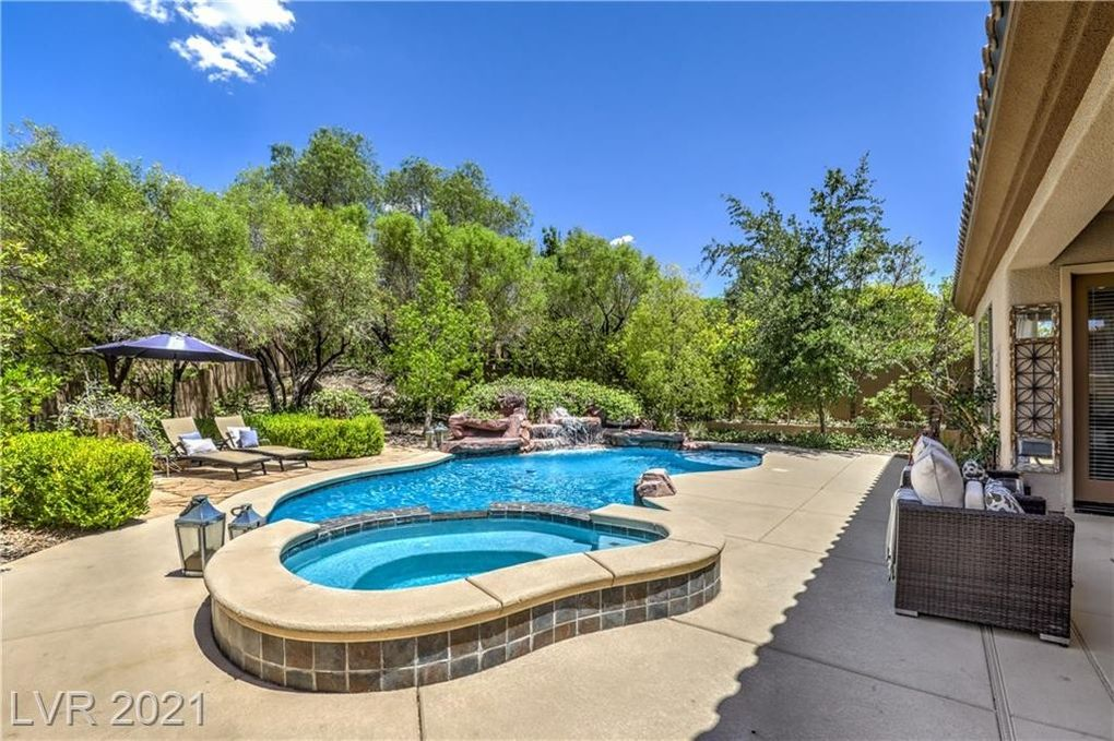 24 Glade Water Dr Henderson, NV 89052