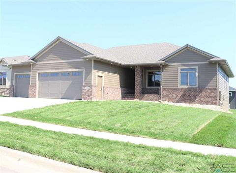 Photo of 4408 S Dubuque Ave, Sioux Falls, SD 57110