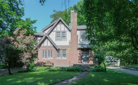 Photo of 21 Burns Ave, Wyoming, OH 45215