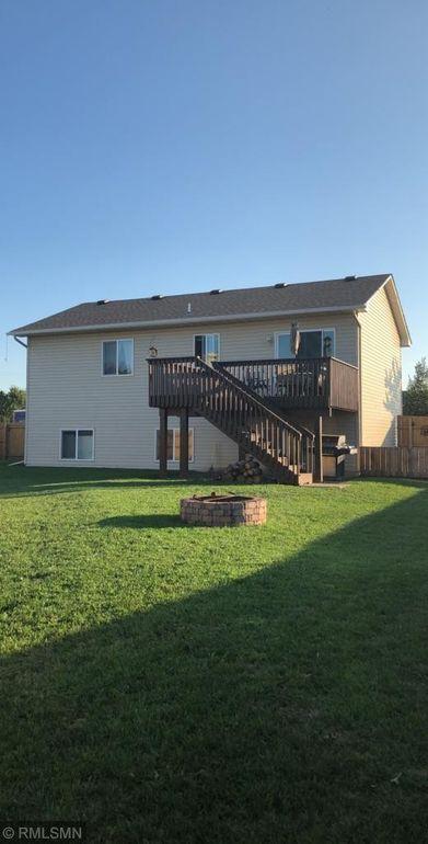 17899 Grant Ct Nw, Elk River, MN 55330