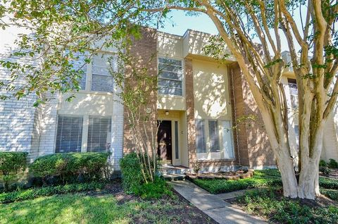 Photo of 5210 Woodlawn Pl, Bellaire, TX 77401