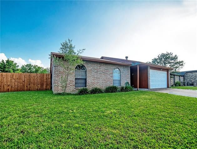 3216 Bunker Hill Dr, Forest Hill, TX 76140