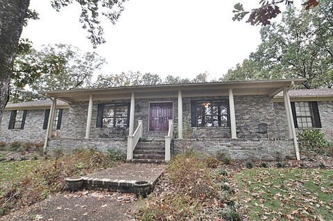 2242 Hickory Wood Dr, Tupelo, MS 38801