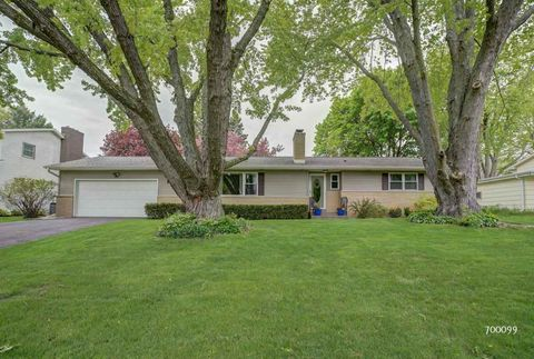 Photo of 701 S Holiday Dr, Waunakee, WI 53597