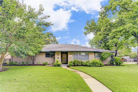 Photo of 5442 Jackwood St, Houston, TX 77096