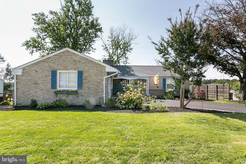 Photo of 109 Country Ln, Lutherville Timonium, MD 21093