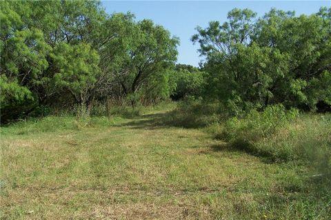 Photo of 3250 Old Willow Rd, Fredericksburg, TX 78624