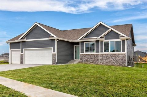 Photo of 1602 Ne Vista Ct, Ankeny, IA 50021