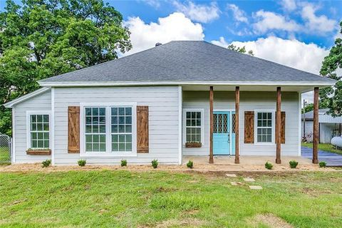 Photo of 2408 County Road 427 A, Cleburne, TX 76031