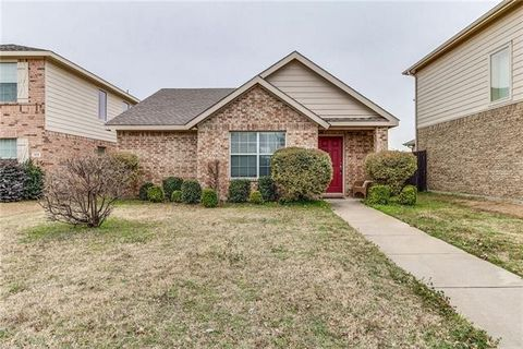 Photo of 164 Wild Rose Ct, Crossroads, TX 76227