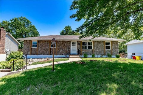 Independence Mo Houses For Sale With Swimming Pool Realtor Com