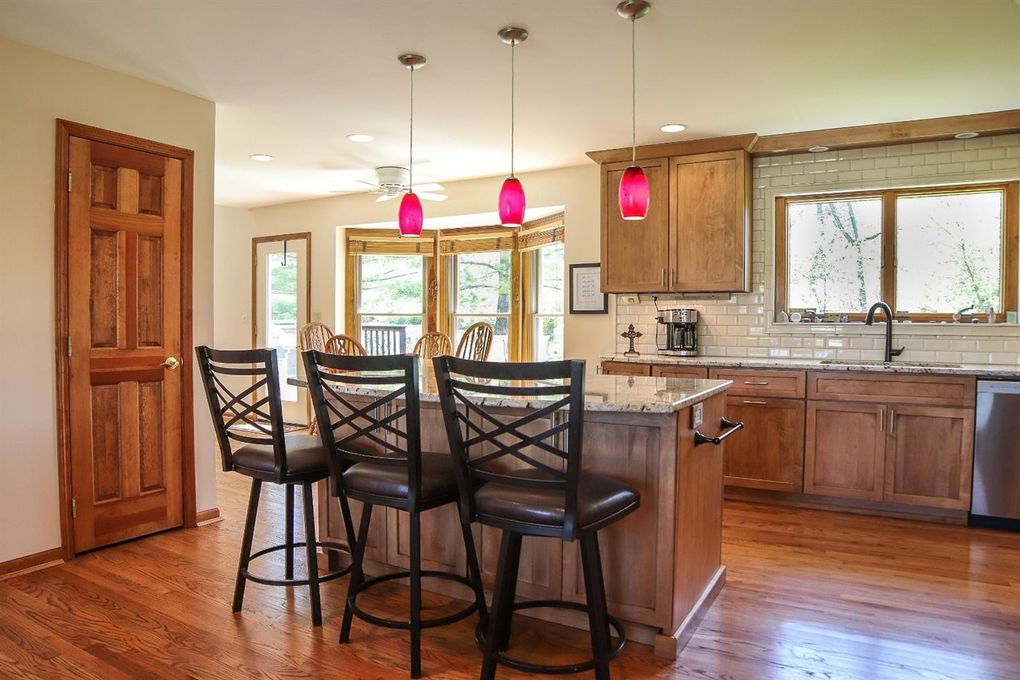 8082 Kingfisher Ln, West Chester, OH 45069 - Kitchen