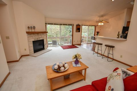 Photo of 7895 S Scepter Dr Apt 6, Franklin, WI 53132