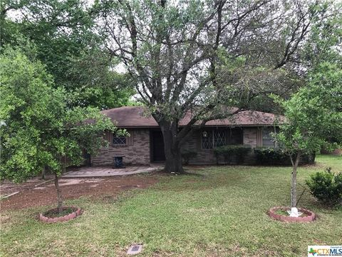 309 E Avenue A, Rosebud, TX 76570