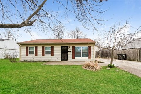 Photo of 839 Middle Dr, New Whiteland, IN 46184