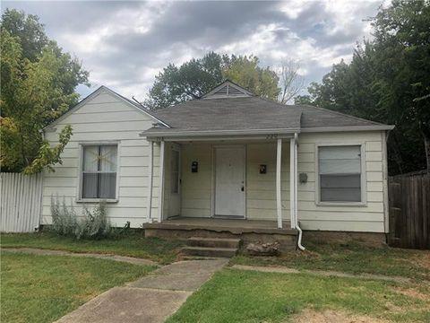 Photo of 220 Se 11th St, Grand Prairie, TX 75051