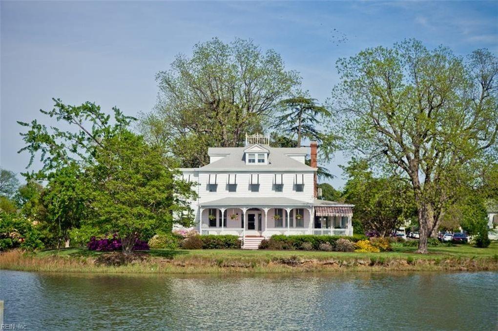 25 Magnolia Pl, Hampton, VA 23669
