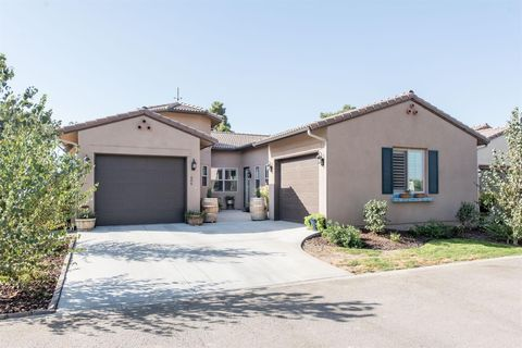 Photo of 606 Little Lane Dr, Exeter, CA 93221